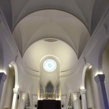 天井もとても高いです。