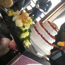 ウェディングケーキも豪華