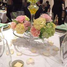 各テーブルのお花です。