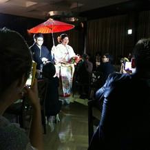 和装なのでと、和傘を用意してもらいました