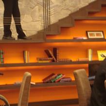 階段下の本棚風オブジェ