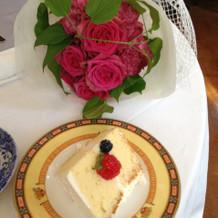 ブーケプルズで頂いたブーケとケーキ