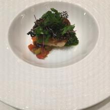 魚料理グリーンのソースが初めての味