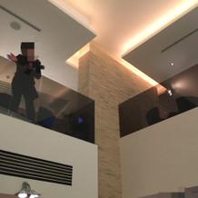 二階から見下ろす形で写真撮影