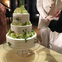 グリーンフルーツのウェディングケーキ