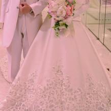 白タキシードとウェディングドレス(正面)