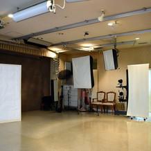 写真室のスタジオ内部