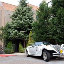 純白のオープンカー