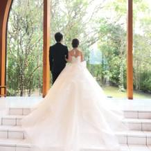 バックスタイルが綺麗なウエディングドレス