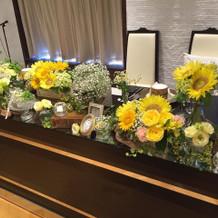 メインテーブルの花がとてもキレイでした。