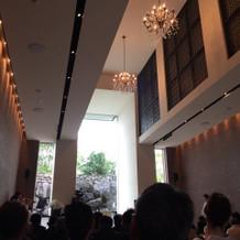 挙式の際。天井が高く開放感がありました