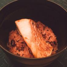 珍しい鯛がのったお赤飯です