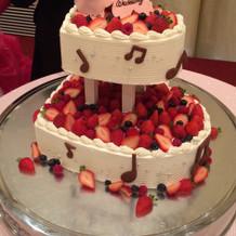 ハート型2段のウェディングケーキ