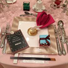 ゲストテーブルコーデ、ナプキンはバラの形