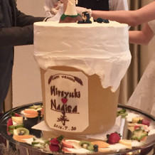 ビール型のユニークなウェディングケーキ