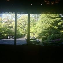 披露宴会場からの庭園の眺めは最高です。
