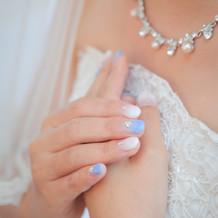 光沢感あるウエディングドレス
