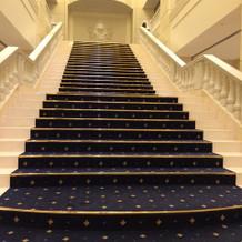 階段は吹き抜けになっています。
