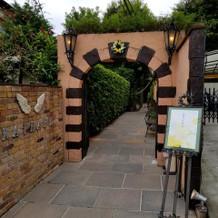 入口のアーチ
