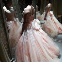ピンクの中で人気のドレスです。
