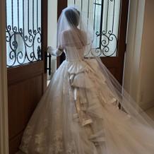 白ドレス・キラキラのついたロングベール
