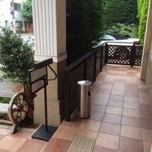 チャペル入口横の喫煙所