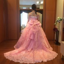 一番人気ピンクのドレス