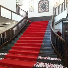 一回から二階への階段