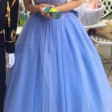 当日はブルーのドレスにしました。