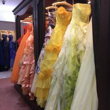 可愛いドレスがたくさん。