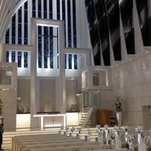寒色系の大聖堂です。