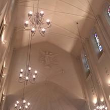 チャペル天井は高いです!