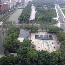お部屋から和田倉噴水公園が見えます