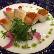 前菜の花束に見立てたぷち寿司です