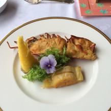 魚料理は豪華で贅沢な海老を使用!
