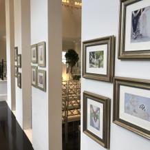 チャペルの柱に写真が12枚飾れます。