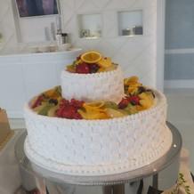 フルーツたくさんのウエディングケーキ
