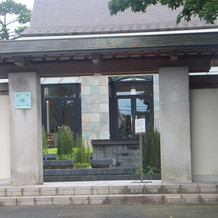 敷地入口 (昼間)