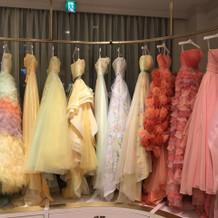 かわいいドレスがいっぱいです。