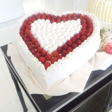 ハート型がかわいいウエディングケーキ