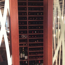 披露宴会場でワイン倉庫がのぞけます