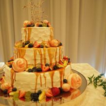 カラードリップ後のウェディングケーキ