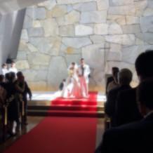 チャペル 石の壁に光が差し込んで素敵!