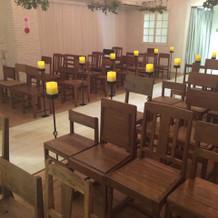 椅子の数は自由に変更可能。