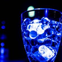 グラスに液体を注ぐタイプに。