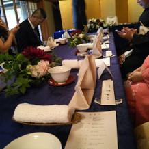 中清 テーブルクロス、花は選びました