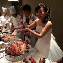 ケーキは種類が多く見た目も華やかでした