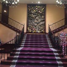ホテル内の階段もステキです