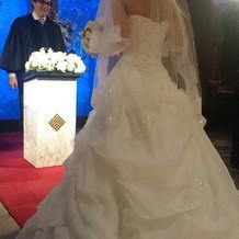 後ろも綺麗なドレスです!