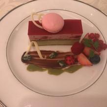 ラズベリーとピスタチオのケーキ